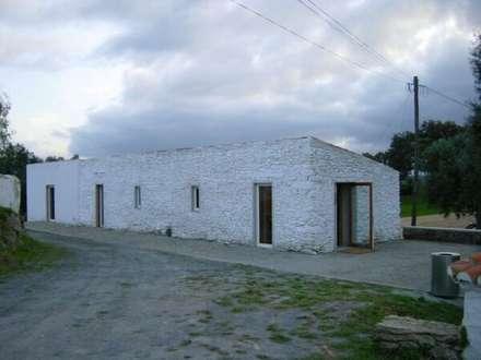 Passive house by Sofia Salema & Pedro Guilherme, Arquitectos LDA