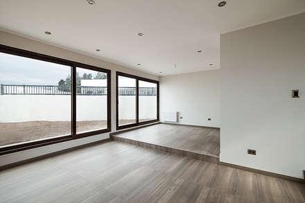 Casa Montemar 3: Livings de estilo moderno por Bauer Arquitectos