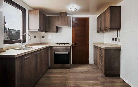 Casa Montemar 3: Cocinas equipadas de estilo  por Bauer Arquitectos