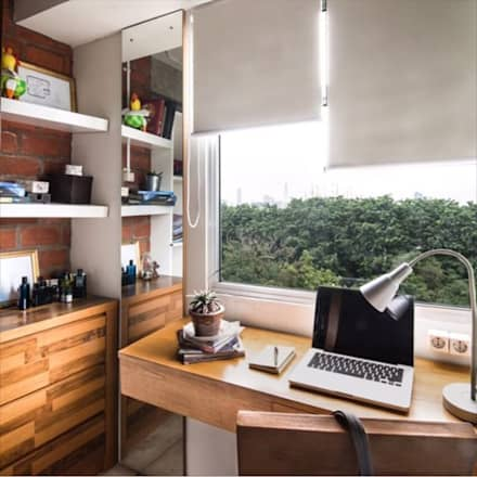 Industrial London inspired apartment:  Ruang Kerja by SATTVA square