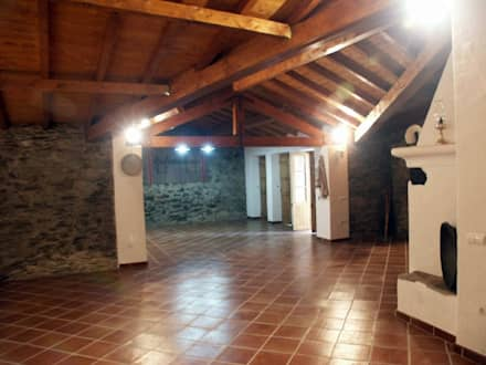 Reabilitação de Monte alentejano: Telhados  por Marina Sande Caeiro