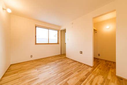 女池の家: 株式会社山口工務店が手掛けた寝室です。