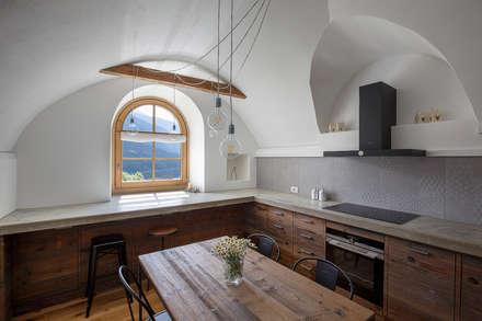 Vault House: Cucina in stile in stile Rustico di BEARprogetti - Architetto Enrico Bellotti