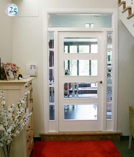 Pórtico cristalero: Puertas de madera de estilo  de Almacén de Carpintería Gómez