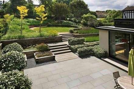 classical terraced garden: modern Garden by Town and Country Gardens