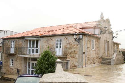 Rehabilitación de la Casa Consistorial de Lalín para dedicarla a Biblioteca Municipal: Escuelas de estilo  de ENKIARQUITECTURA