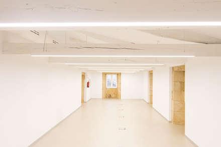 Rehabilitación de la Casa Consistorial de Lalín para dedicarla a Biblioteca Municipal: Hospitales de estilo  de ENKIARQUITECTURA