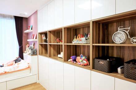 moderne Kinderzimmer von thedesigns