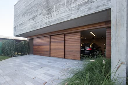 Puertas de garaje de estilo  de Belas Artes Estruturas Avançadas