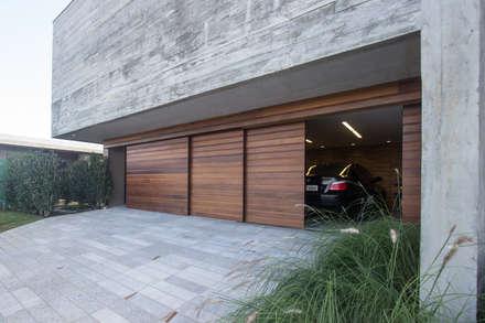 Garage Doors by Belas Artes Estruturas Avançadas