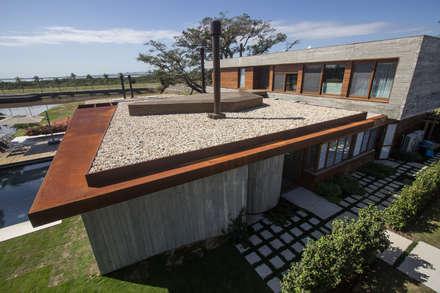 Jardines de piedra de estilo  por Belas Artes Estruturas Avançadas