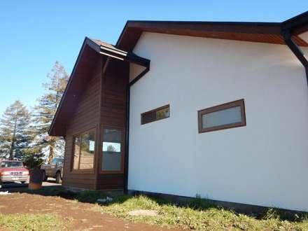 Casa El Huertón: Casas de estilo rural por San Cristobal hnos constructora