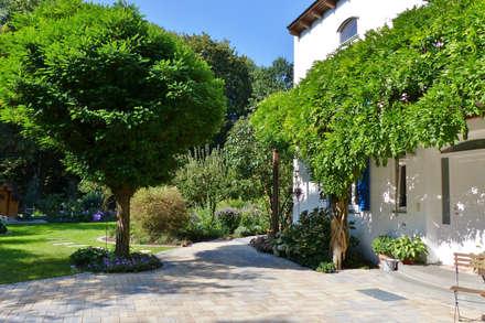 Hauseingang: landhausstil Garten von KAISER + KAISER - Visionen für Freiräume GbR