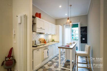 Casa Il Veliero: Cucina in stile in stile Classico di melania de masi architetto