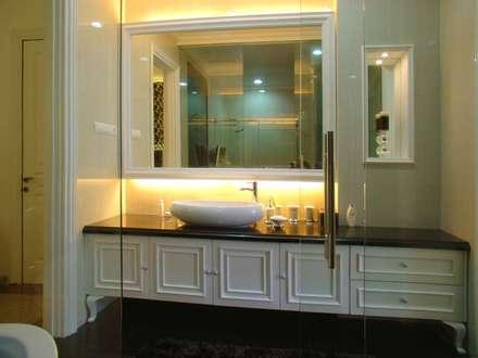 Lavatory area:  Kamar Mandi by Kottagaris interior design consultant