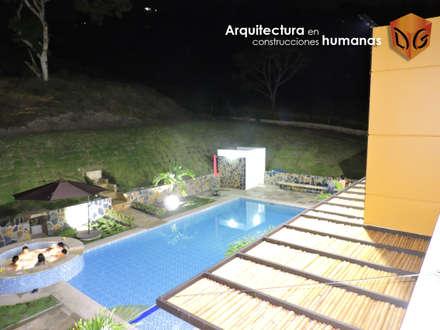 PÉRGOLAS: Fincas de estilo  por DG ARQUITECTURA COLOMBIA