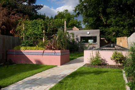 MOROCCAN GARDEN IN WALTHAMSTOW EAST LONDON: eclectic Garden by Earth Designs