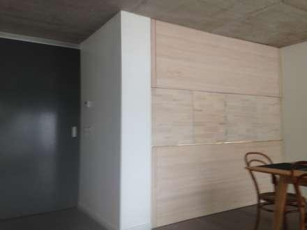 CASA BARTOLOME SHARP: Puertas de estilo  por [ER+] Arquitectura y Construcción