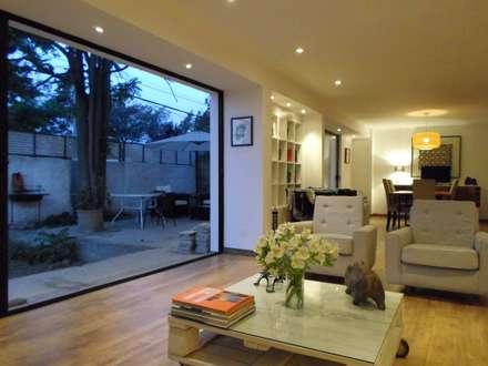 CASA BELLO HORIZONTE: Livings de estilo minimalista por [ER+] Arquitectura y Construcción