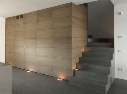 boiserie ingresso: Ingresso & Corridoio in stile  di Moro Progetti