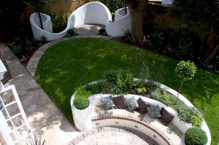 Curved garden design: mediterranean Garden by Earth Designs