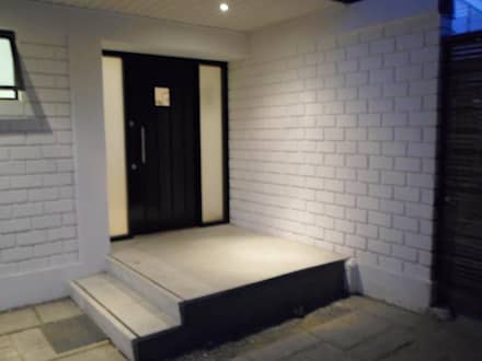 CASA BELLO HORIZONTE: Puertas de estilo  por [ER+] Arquitectura y Construcción