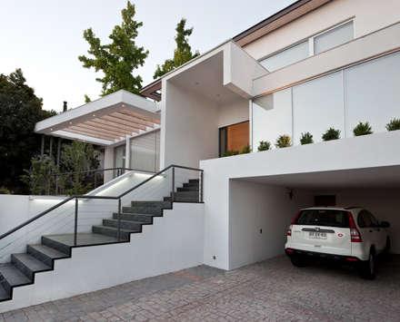 مکانات by [ER+] Arquitectura y Construcción