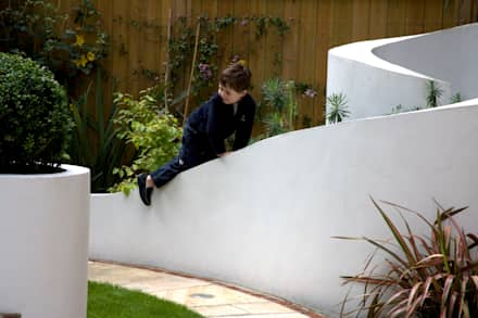 Playing in the garden: mediterranean Garden by Earth Designs