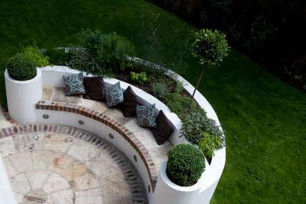 Herb Bed: mediterranean Garden by Earth Designs