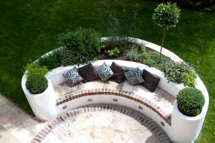 Raised bed: mediterranean Garden by Earth Designs