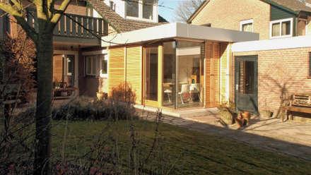 De uitbreiding - exterieur: moderne Eetkamer door Roorda Architectural Studio