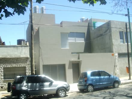 Fachada casa urbana: Bodegas de estilo minimalista por NG Estudio
