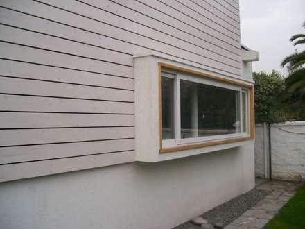 CASA GUMUCIO: Ventanas de estilo  por [ER+] Arquitectura y Construcción