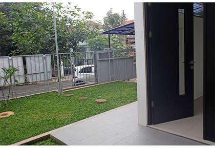 Alam V House:  Teras by Ashari Architect