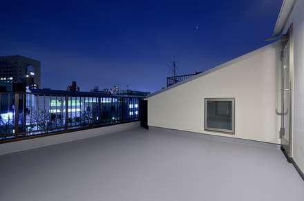 Roof by 前田敦計画工房