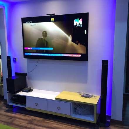 moderner Multimedia-Raum von Radian Design & Contracts