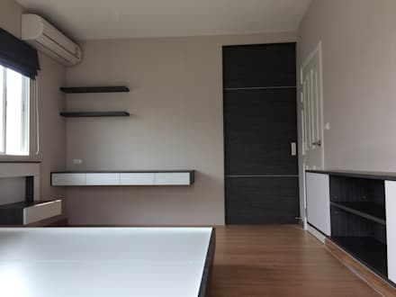 งานก่อสร้างตกแต่งภายใน:  ห้องนอน by pyh's interior design studio