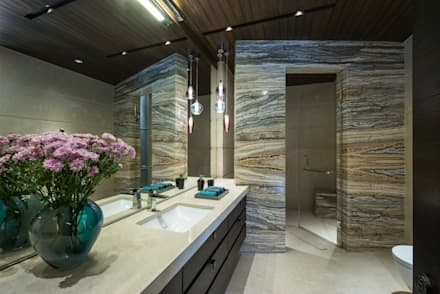 Apartment in Juhu: eclectic Bathroom by Rakeshh Jeswaani Interior Architects