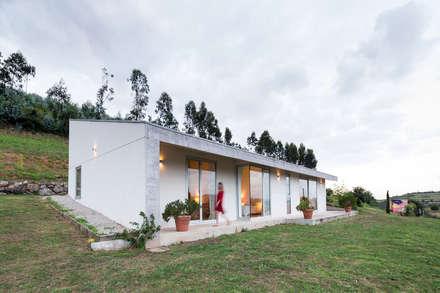 La Carrionina: Casas rurales de estilo  de Adriana Martínez