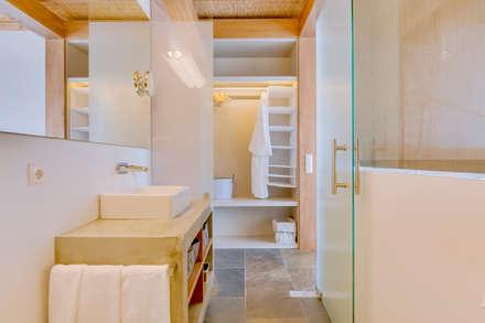 Monte Velho - Equo Resort: Casas de banho campestres por Ivo Santos Multimédia