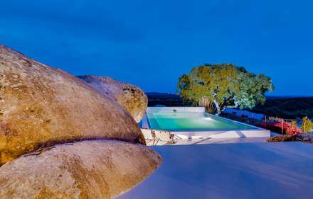 Monte Velho - Equo Resort: Piscinas de jardim  por Ivo Santos Multimédia