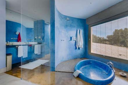 Luxuosa Propriedade no Algarve - Luxury Property in the Algarve: Casas de banho rústicas por Ivo Santos Multimédia