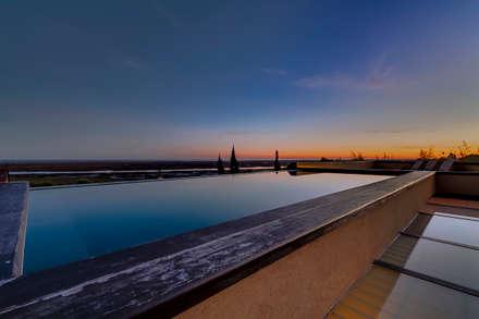 Luxuosa Propriedade no Algarve - Luxury Property in the Algarve: Piscinas rústicas por Ivo Santos Multimédia