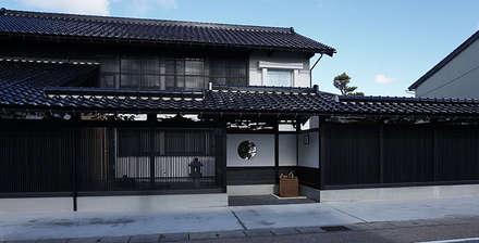 加賀市の家: 一級建築士事務所 岡本義富建築研究所が手掛けた家です。