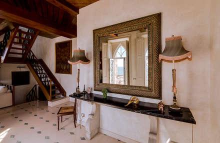 Luxuosa Villa S. Pedro Estoril / Lisboa - Luxury Villa S. Pedro Estoril / Lisbon: Corredores e halls de entrada  por Ivo Santos Multimédia