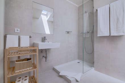 Apartamentos Salitre Lisboa - Apartments Salitre Lisbon: Casas de banho modernas por Ivo Santos Multimédia