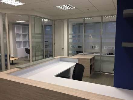 Mueble Counter, Escritorio para Asistente y Mueble Copy: Edificios de oficinas de estilo  por Obras Son Amores