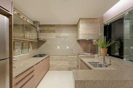 مطبخ تنفيذ Charis Guernieri Arquitetura