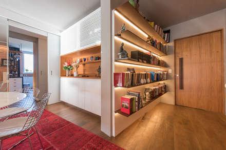 Apartamento Gávea: Corredores, halls e escadas modernos por Espaço Tania Chueke