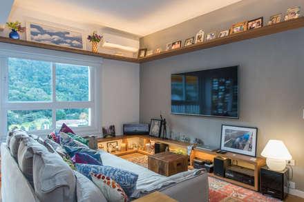 Apartamento Gávea: Salas de estar modernas por Espaço Tania Chueke